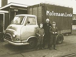 Ome Klaas Molenaar, met rechts zijn zoon Kees